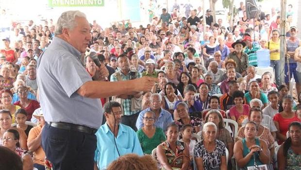 Governo de Goiás entrega escrituras habitacionais a mais de 600 famílias