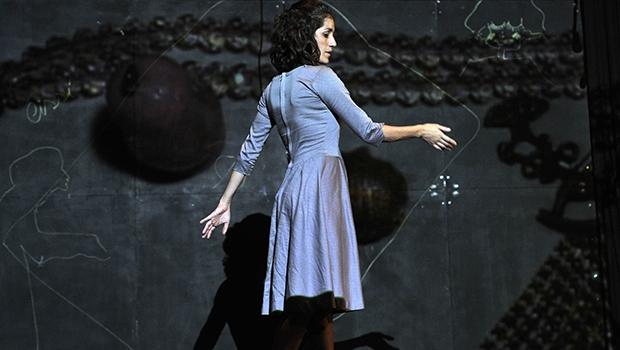 A peça conta a história real de Jacy, uma mulher que vive a Segunda Guerra Mundial e a ditadura militar, vindo a morrer sozinha em Natal (RN) | Foto: Vlademir Alexandre