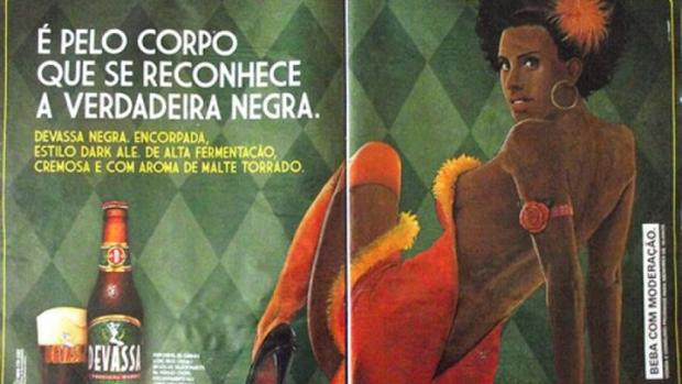 Anúncio de publicidade de cerveja em revista: exposição explícita do corpo feminino como mercadoria