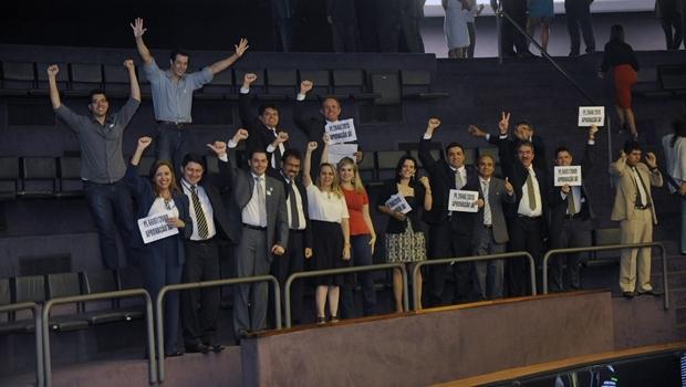 Servidores comemoram aprovações no Plenário | Foto: Luis Macêdo/ Agência Câmara