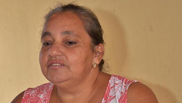 """Cozinheira Elenice Bueno, de 47 anos: """"Há quatro meses descobri um nódulo no estômago e pedras na vesícula. Pelo jeito vou ter que esperar um ano, isso se eu conseguir a cirurgia"""""""