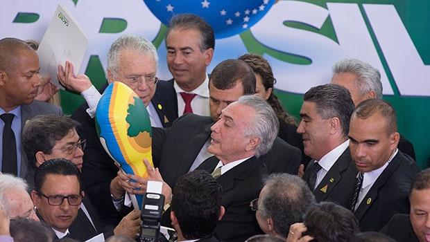 Michel Temer e empresários em encontro no Palácio do Planalto: eles querem a regulamentação do lobby no Brasil