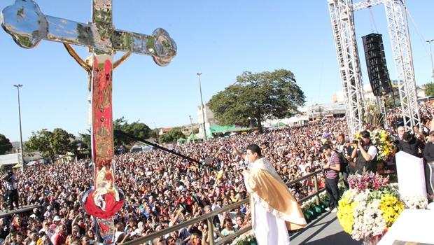 No encerramento da Festa do Divino Pai Eterno, Marconi diz que há chance do papa vir a Goiás