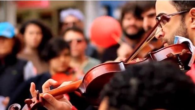 """Contra o golpe"", orquestra de Santa Catarina faz paródia de Baile de Favela. Ouça"