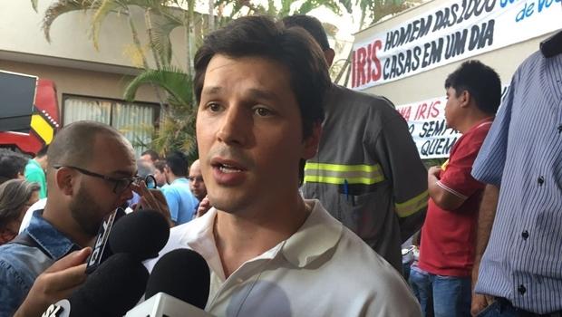 Deputado federal durante coletiva de imprensa no escritório político de íris Rezende | Foto: Alexandre Parrode / Jornal Opção