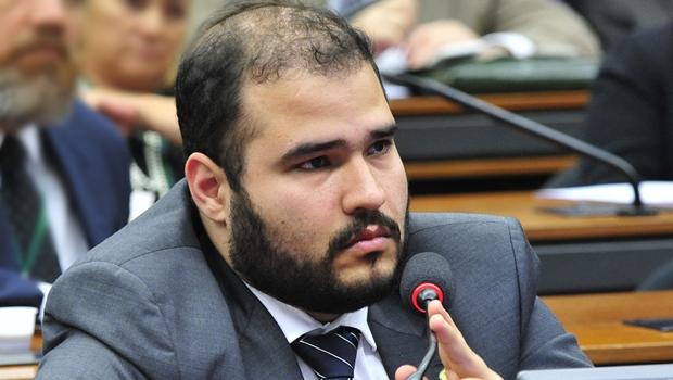 Lucas Vergílio é o deputado goiano que mais gasta dinheiro público, segundo pesquisa