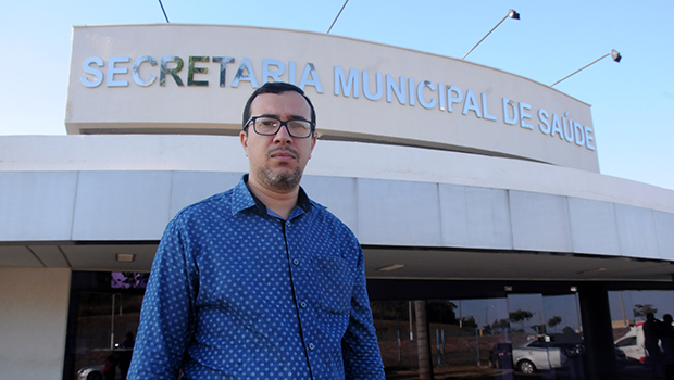 Secretário de Saúde, Sandro Andriotti diz que prefere ser atendido pela rede municipal de Senador Canedo, mesmo tendo convênio | Foto: Renan Accioly