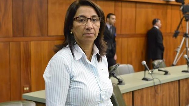Prefeita de Novo Gama defende a construção de centro esportivo em terreno público ocupado por famílias