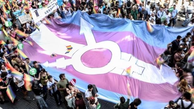 Goiás pode implantar curso de formação de servidores para atendimento a pessoas trans