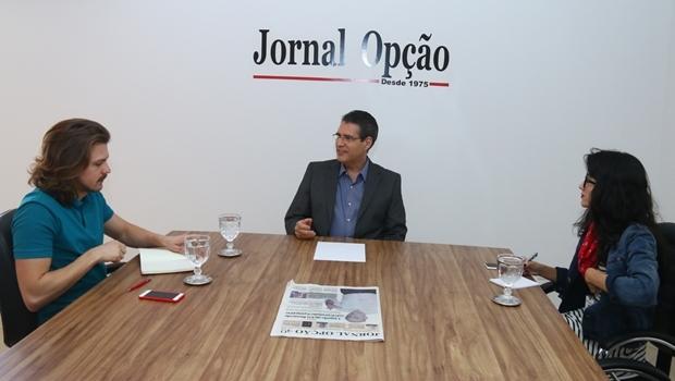 O candidato do PSD durante entrevista aos repórteres Alexandre Parrode e Bruna Aidar