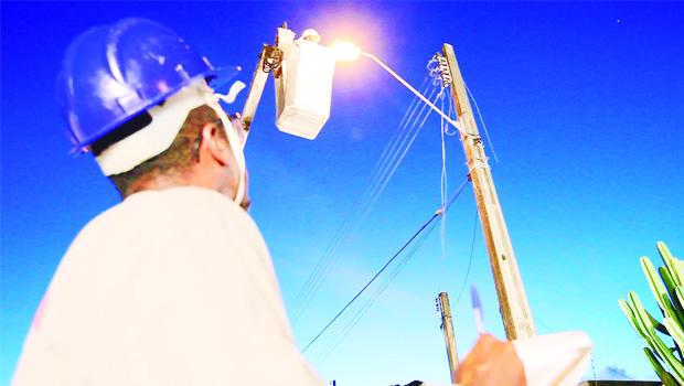Iluminação pública adequada é fator de prevenção à criminalidade, mas há prefeitos que nem isso fazem