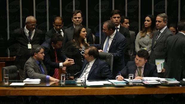 Plenário da Câmara discute projeto de reengociação das dívidas estaduais   Foto: Agência Brasil