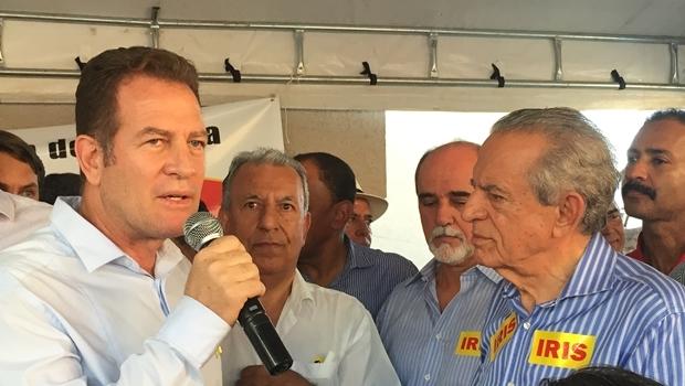 Major Araújo e Iris Rezende durante evento no escritório político do candidato do PMDB   Foto: Alexandre Parrode