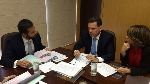 Ministro Marcelo Caleiro, governador Marconi Perillo e a secretária Raquel Teixeira
