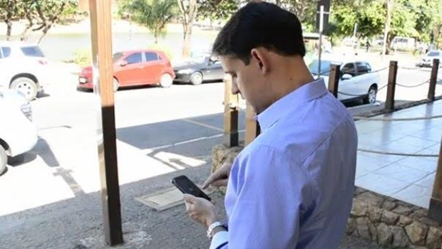 Deputado federal Thiago Peixoto foi o primeiro passageiro do Uber em Goiânia | Foto: reprodução