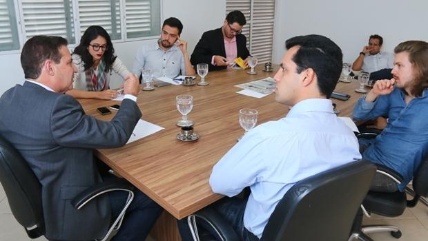 Vanderlan Cardoso defende parcerias com setor privado