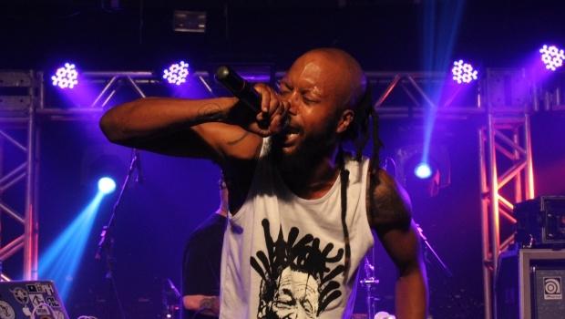 Americano Billy Pilgrim mostrou a força de seu rap no teatro Yguá | Foto: Bruna Aidar/Jornal Opção