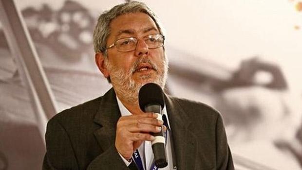 Sai o impeachment do presidente da EBC, Ricardo Melo. Ele foi exonerado pelo governo federal