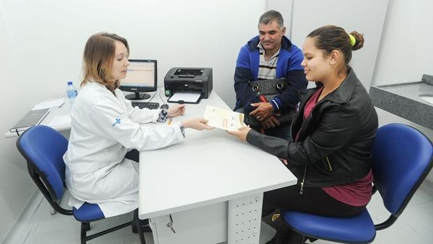O clínico geral dá o primeiro atendimento e, na maioria das vezes, não é preciso encaminhar o paciente a especialista | Foto: Venilton Küchler/SESA