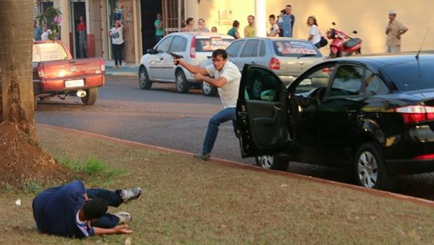 """Crimes de Itumbiara têm a ver mais com """"acaso"""" do que com """"descontrole"""" da violência em Goiás"""