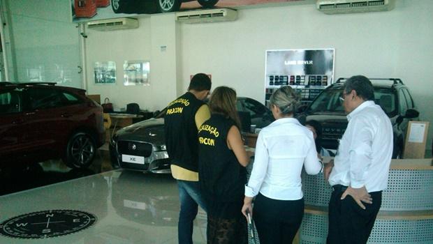 Procon autua 24 concessionárias de veículos em Goiânia