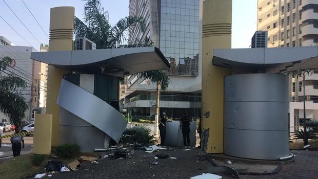 Agência do Banco do Brasil da Praça Tamandaré é alvo de explosão   Fotos: Larissa Quixabeira