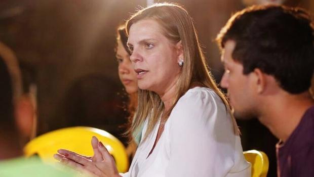 Cláudia Lelis recebe apoio de Eli Borges