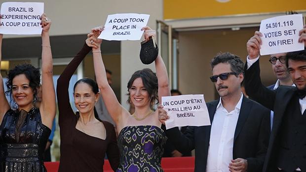 """Colocar elenco para protestar contra um """"golpe"""" foi pura marquetagem de Kleber Mendonça"""