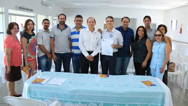 Francisco Jr. com auditores da prefeitura | Foto: Rafael Batista