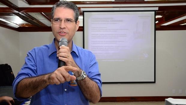 Francisco Jr. durante reunião sobre ordenamento urbana | Foto: Raniery Nogueira