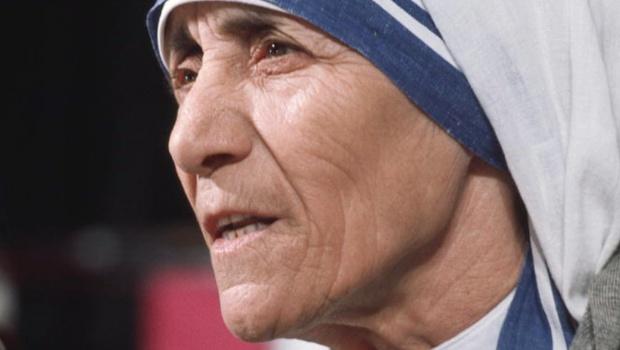 Madre Teresa de Calcutá é canonizada e se torna santa
