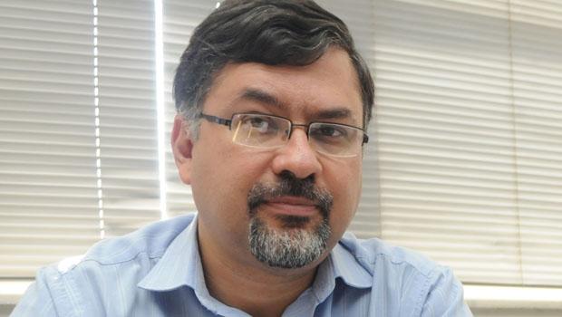 """Professor Arnaldo Bastos: """"Não podemos ficar  numa postura imobilista, nem ficar muito preocupados com questões corporativas"""""""