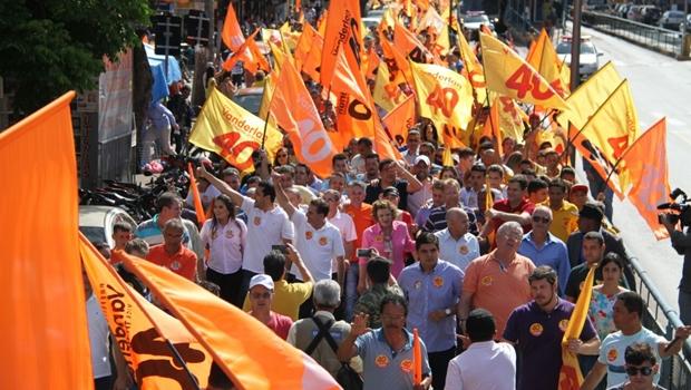 Mais de 16 mil pessoas participaram da caminhada na manhã deste sábado