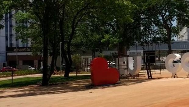 """Prefeitura instala painel """"Eu ❤ Goiânia"""" na Praça do Sol"""