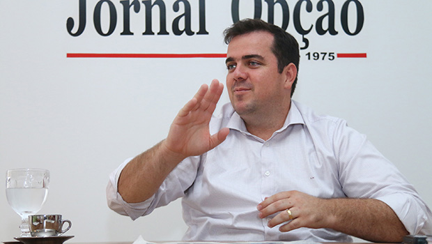 Mendanha diz que, se quer disputar vaga no Senado, Iris Araújo deve bancar um Vilela para o governo
