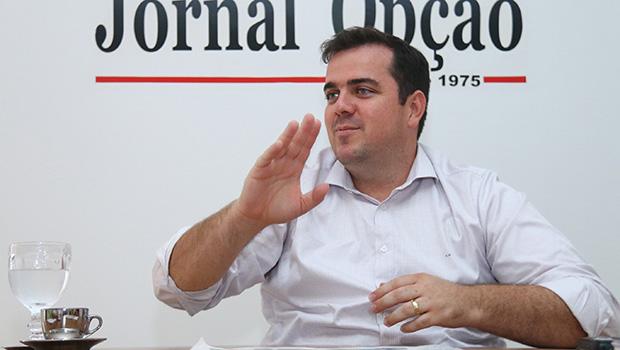 Prefeito eleito de Aparecida de Goiânia, Gustavo Mendanha, em entrevista | Foto: Fernando Leite/Jornal Opção