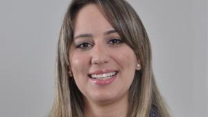 A analista Larissa Ribeiro destaca que a inclusão dos produtores de cachaça no Simples Nacional reduz a informalidade e torna o mercado mais competitivo | Foto: Divulgação/Sebrae