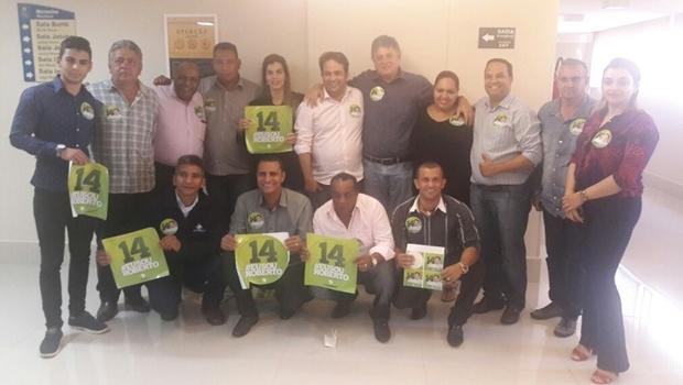 Filiados ao PSL durante declaração de apoio a Roberto do Órion