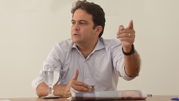 Com dívida milionária, prefeito tenta evitar paralisação da coleta de lixo em Anápolis