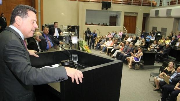 Governador recebe título cidadão matogrossense | Foto: Humberto Silva
