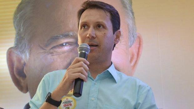 Iris Rezende já pede votos para eleger Andrey Azeredo para presidente da Câmara