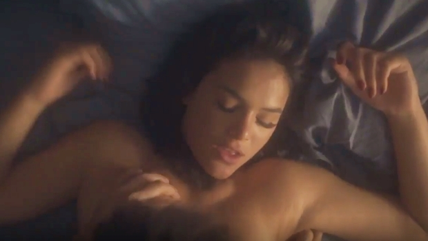 Bruna Marquezine aparece nua em cena vazada de minissérie da Globo. Assista