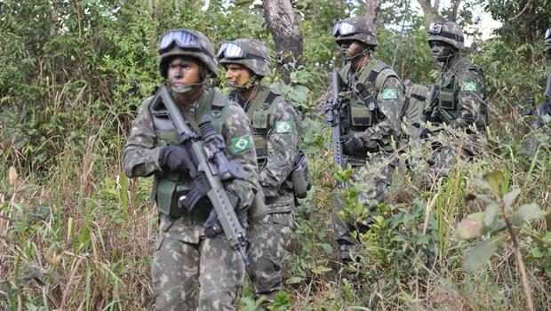 Brasil sobe sete posições e é 15ª maior potência militar do mundo em 2016