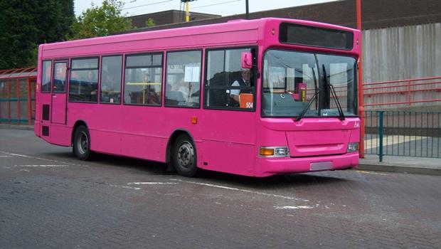 Goiânia poderá ter ônibus cor de rosa e exclusivo para mulheres