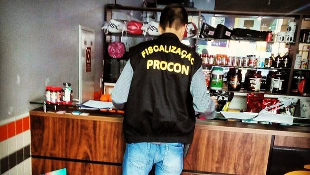Operação do Procon fiscaliza lojas de produtos fitness