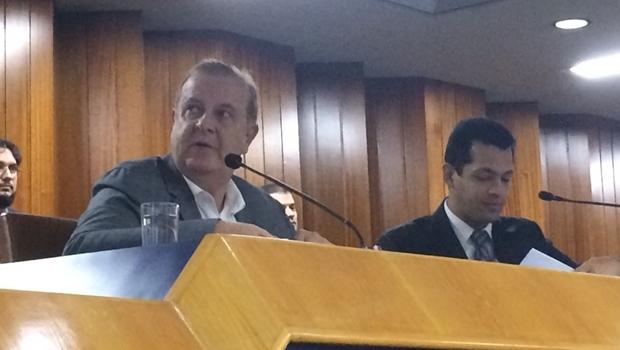 Prefeito Paulo Garcia durante prestação de contas na Câmara