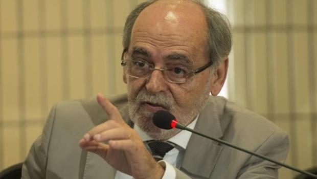 Para o presidente do CFM, Carlos Vital, não se pode dar  o  diploma  e  liberar  o exercício da profissão a alguém com conhecimento insuficiente