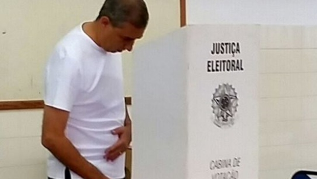 Vítima de atentado, José Eliton declara voto em Vanderlan neste domingo