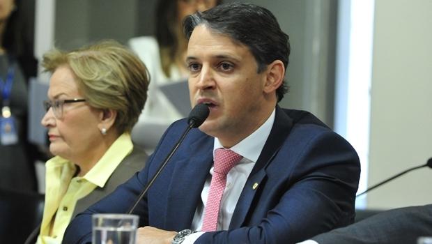 Deputado federal Thiago Peixoto (PSD) na comissão desta terça-feira | Foto: Luis Macedo