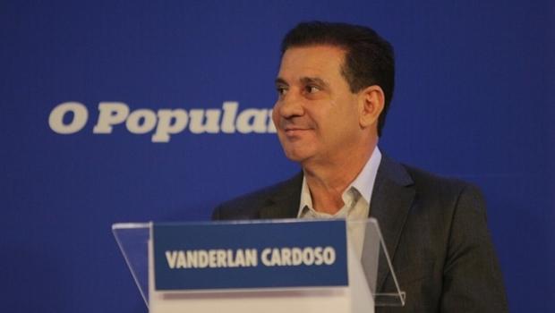 Vanderlan Cardoso responde perguntas de jornalistas depois que Iris Rezende cancelou participação em debate | Foto: Divulgação Assessoria